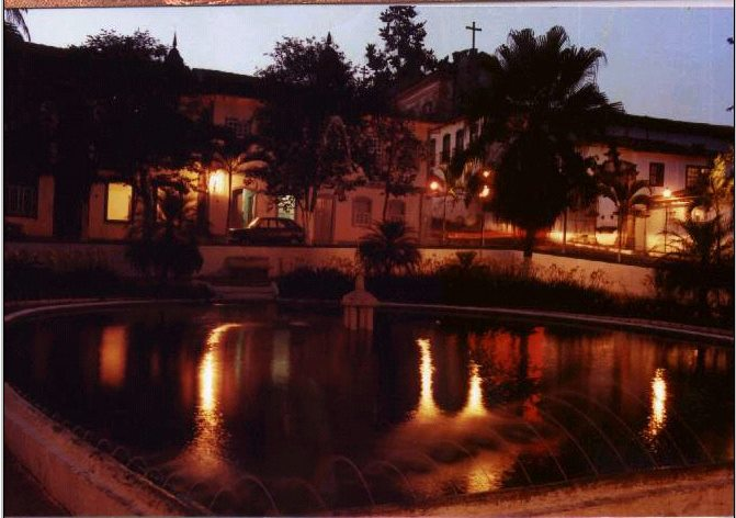 Jardim à noite - Foto sem data, cedida por Margareth Veisac Marton